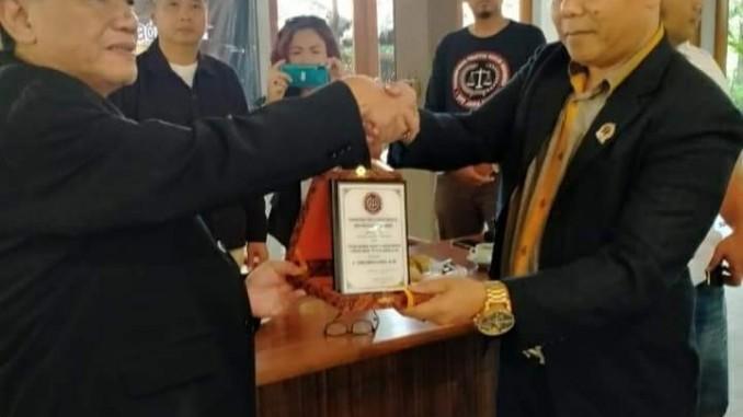 PPHI Jabar Beri Penghargaan Kepada Ketua Umum PPHI